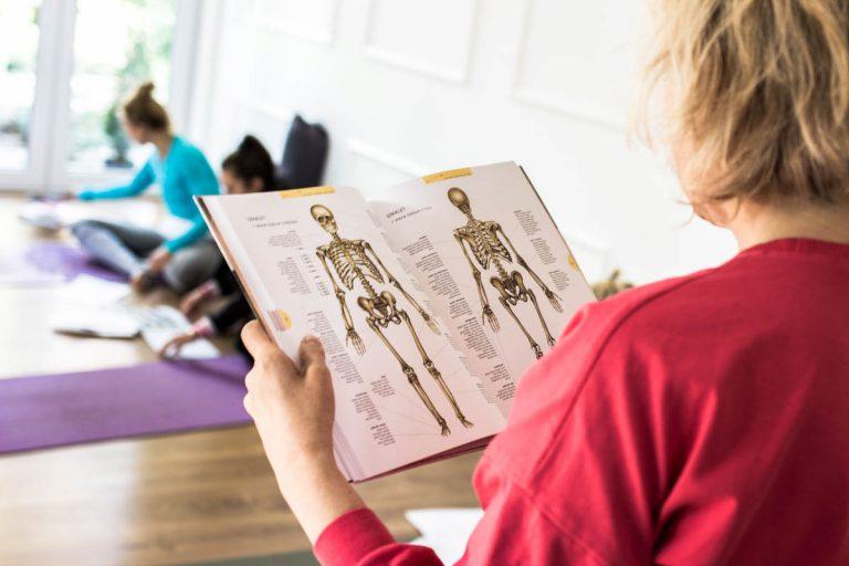 Czyinstruktor jogi powinien znać anatomię?